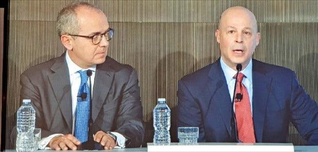 지오반니 카포리오 BMS 회장(왼쪽)과 마크 알레스 셀젠 회장이 7일 미국 샌프란시스코에서 개막한 'JP모간 헬스케어 콘퍼런스'에서 인수합병 배경을 설명하고 있다.  /샌프란시스코=전예진 기자