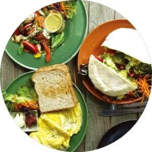 치앙마이 도심엔 저렴한 가격에  채식을 즐길 수 있는 식당이 많다.