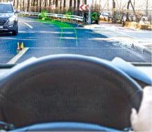 [CES 2019] 앞유리에 도로 정보가…현대차 '홀로그램 AR 내비車' 상용화