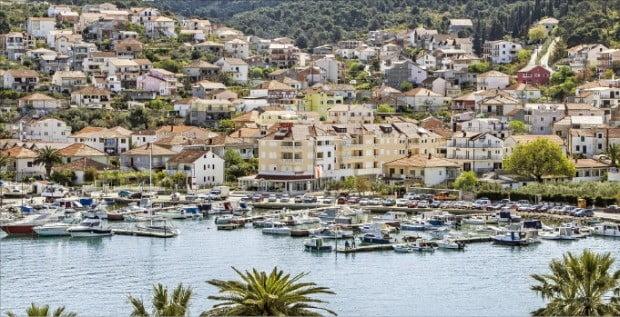 유럽 패키지여행 열풍을 이끌고 있는 여행지 중 한 곳인 크로아티아 항구도시 스플리트.  한경DB