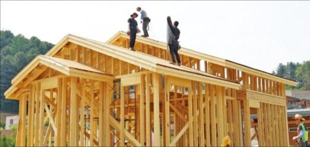 단독주택의 독특한 지붕 구조는 공사비 상승 요인으로 작용한다.