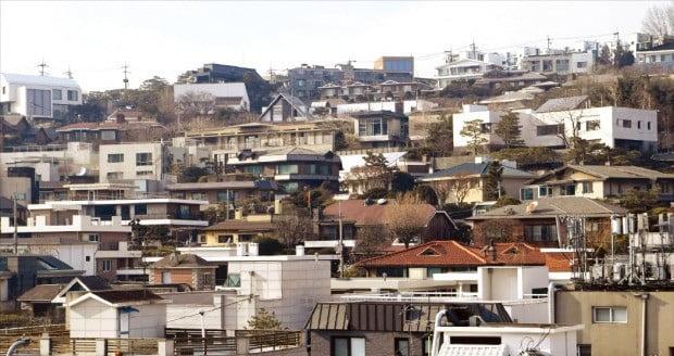 < 실거래가 반영률 51~76%인 이태원동 일대 > 공시예정가격의 실거래가 반영률이 최저 51.5%, 최대 76.3%로 크게 벌어진 서울 이태원동 일대.  /한경DB