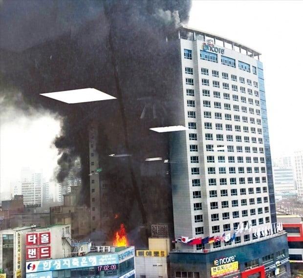 천안 라마다호텔서 큰불…1명 사망