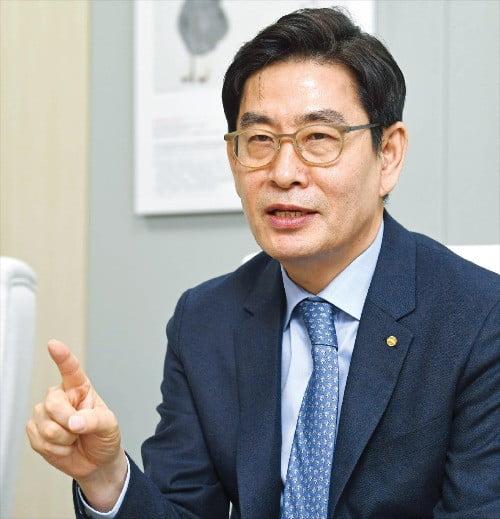 신경훈 기자 khshin@hankyung.com
