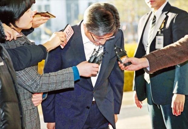 """김명수 대법원장 """"부끄럽고 참담""""…前 사법부 수장 구속에 대국민사과"""