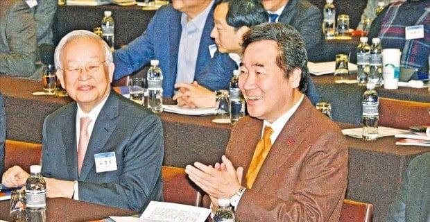 경총 연찬회서 만난 이낙연 총리·손경식 회장