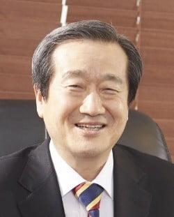 71동지회 신임 회장에 김재홍 서울디지털대 총장