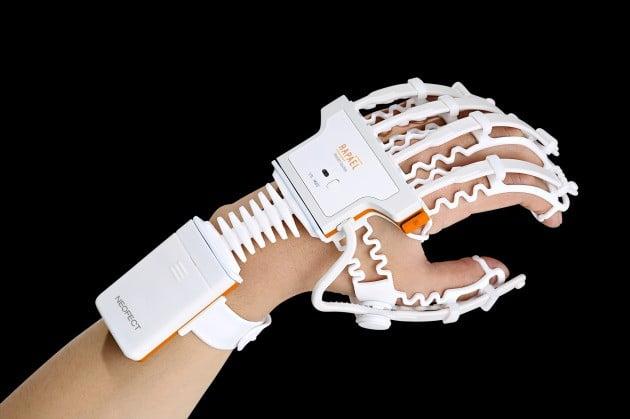 네오펙트의 손 재활 기기 '라파엘 스마트 글러브'. 네오펙트 제공