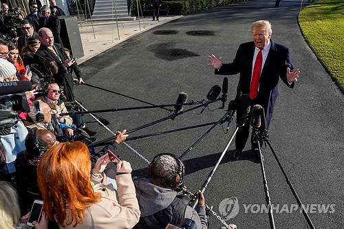 """트럼프 """"국경에 콘크리트 아닌 강철 장벽 세울 것"""""""