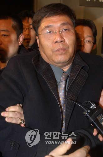 '병풍' 김대업, 3년 전 검찰조사 받다 출국…행방 묘연