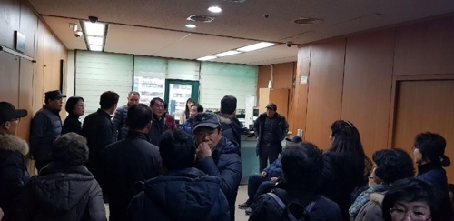 """""""감정평가액 너무 낮다""""…인천 재개발 주민들 구청장실 점거"""