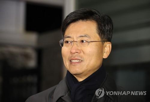'국정원 불법사찰' 최윤수 前차장 오늘 선고…유죄 인정될까