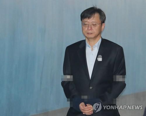 '국정농단·불법사찰' 우병우 자정 석방…구속만료로 384일 만