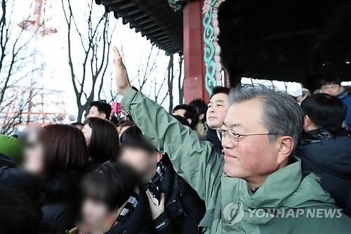 문대통령, 신년회에 4대그룹 총수도 초청…'새해 경제활력 의지'