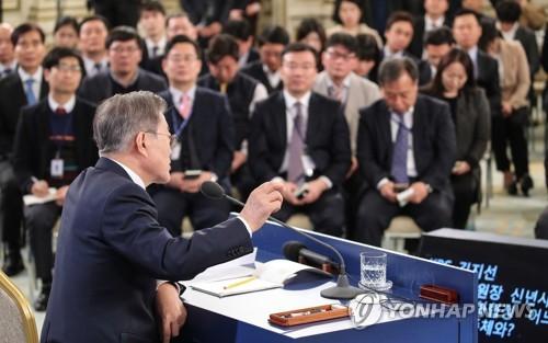 [대통령 신년회견] 달라진 최저임금 발언…부작용 인정·대책 강조