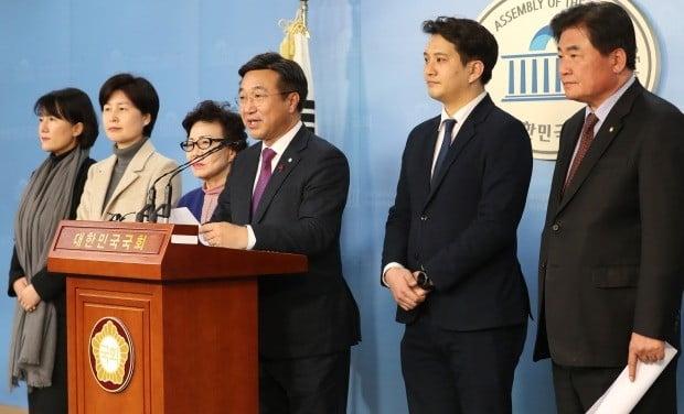 """손금주·이용호 """"우리 당의 정강 정책에 맞지 않아"""" (사진=연합뉴스)"""