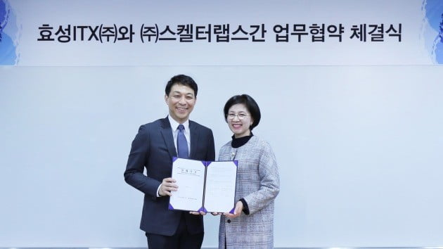 조원규 스켈터랩스 대표(왼쪽)와 탁정미 효성ITX R&D 센터장이 업무협약을 맺었다. 스켈터랩스 제공