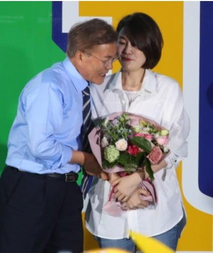 문재인 대통령과 딸 다혜씨 _ 사진 연합뉴스