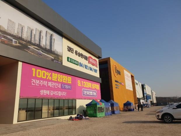 검단신도시에서 완판돼 폐관한 모델하우스와 주변 모습들. (사진 김하나 기자)