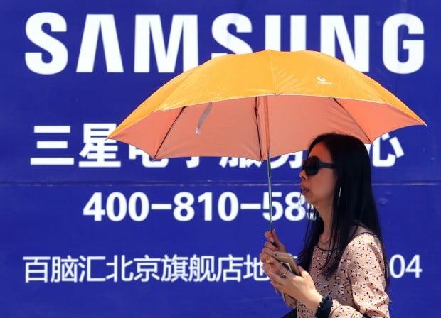 [이슈+] 내리막길 접어든 中 스마트폰 시장…설 곳 없어지는 삼성