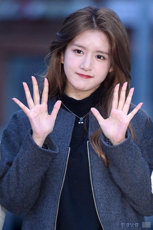 [포토] 우주소녀 엑시, '사랑스러운 손인사~'
