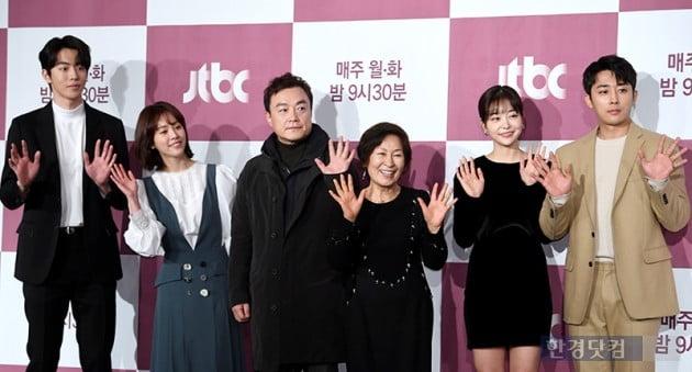 [HK영상] 혜자스럽다...김혜자-한지민, '완벽에 가까운 2인1역 연기케미'