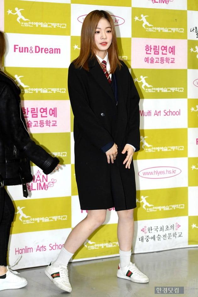 [포토] 프로미스나인 이채영, '마지막 교복 입고~'