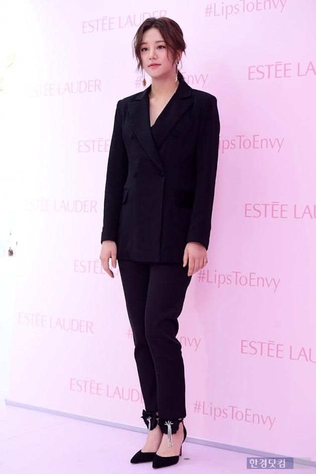 [포토] 솔빈, '시크한 블랙 슈트 입고'