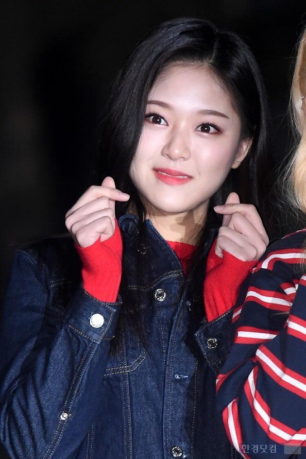 [포토] 이달의 소녀 현진, '사랑스럽게 하트 발사~'