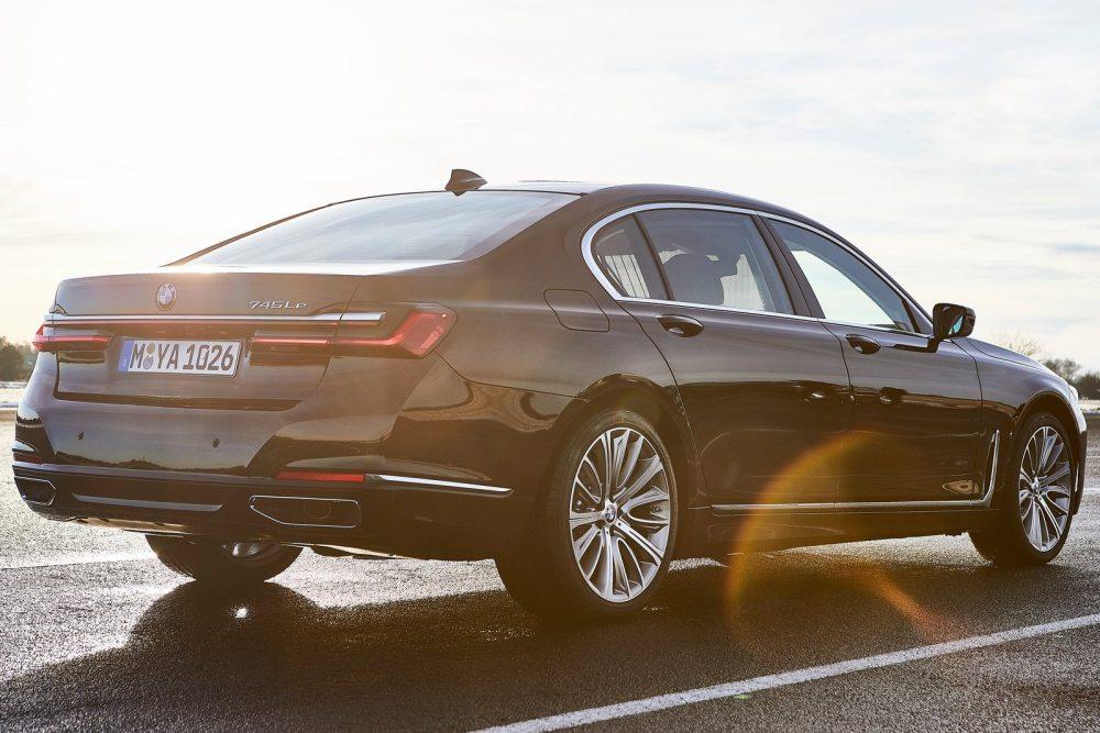 BMW, 성능 높인 플러그인 하이브리드 745e 공개