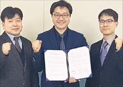 왼쪽부터 김장원 PTC코리아 상무, 김재은 큐엔티 대표, 김관명 UNIST 디자인-공학융합전문대학원장.  /큐엔티 제공