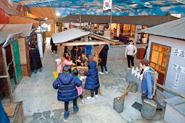 30년 전 제주 전통마을 모습을 재현한 복고 테마파크 선녀와 나무꾼.  제주관광공사 제공