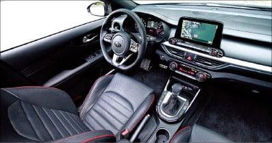 [시승기] 기아차, '리틀 스팅어' K3 GT…작은 차체서 204마력 힘