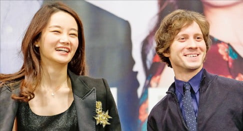 피아니스트 라파우 블레하츠(오른쪽)와 바이올리니스트 김봄소리.