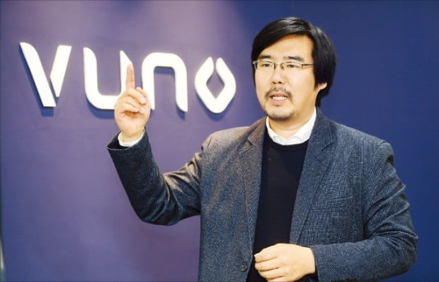 김현준 뷰노 최고전략책임자(CSO)가 11일 서울 서초동 뷰노 본사에서 인공지능(AI) 기반 의료 진단 소프트웨어를 설명하고 있다.  /강은구  기자 egkang@hankyung.com