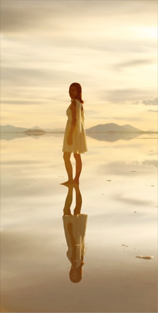 우유니 사막의 완벽한 데칼코마니는 아름다움을 넘어 경이롭기까지 하다.