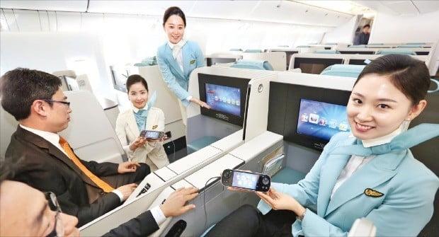 대한항공은 고효율 항공기 도입과 좌석 업그레이드 작업을 통해 사업 경쟁력을 높이고 있다. 슬라이딩 도어가 장착된 스위트 좌석 모습.  /대한항공 제공