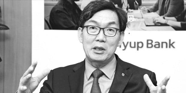"""이대훈 농협은행장은 """"디지털화와 글로벌화로 제2의 도약을 이루겠다""""고 말했다. /김영우 기자 youngwoo@hankyung.com"""