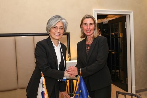 강경화, EU·프랑스와 회담…비핵화·평화정착 의견교환