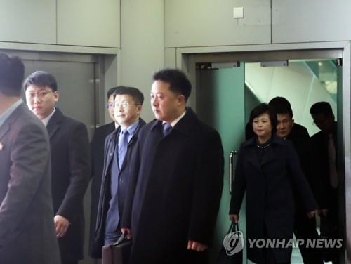北김혁철, 북미의제 협의차 하노이 도착…정상회담 논의 본격화
