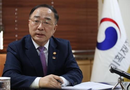 """홍남기 """"소득주도성장, 보완하되 강화…분배 하반기에 나아질것"""""""