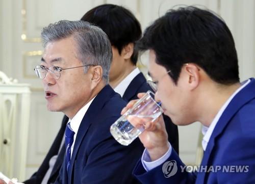 문대통령, 자영업자·소상공인 대화…'골목상권 르네상스' 표방