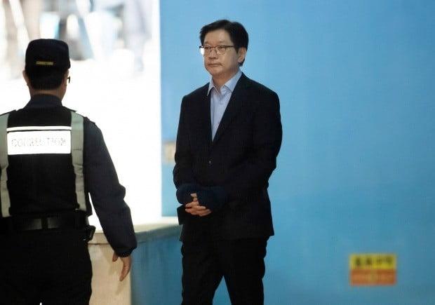 구치소로 향하는 김경수(사진=연합뉴스)