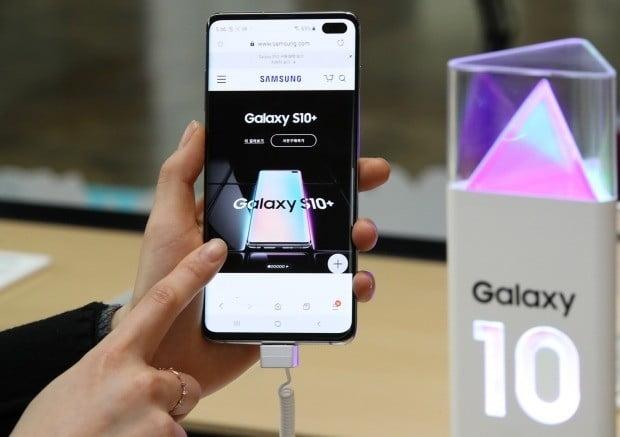 지난 25일 삼성전자의 새 스마트폰 갤럭시S10 사전예약판매가 시작됐다. 사진=연합뉴스