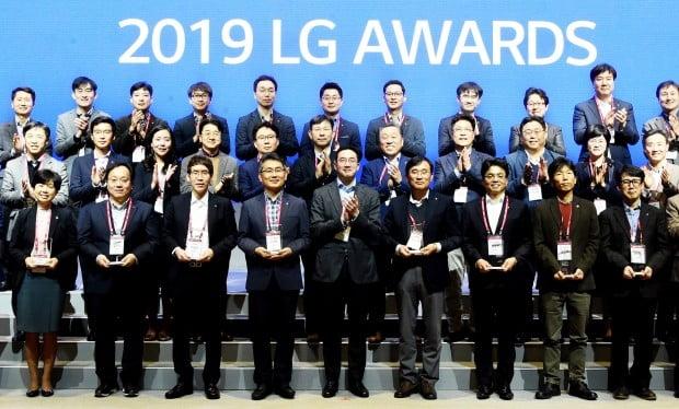 LG는 21일 서울 마곡 LG사이언스파크에서 뛰어난 고객 가치를 창출한 혁신 성과를 공유하고 격려하기 위해 'LG 어워즈(Awards)'를 개최했다.