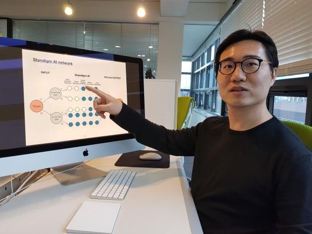 김진한 스탠다임 대표가 AI를 활용한 회사의 신약 후보물질 발굴 과정에 대해 설명하고 있다. 양병훈 기자
