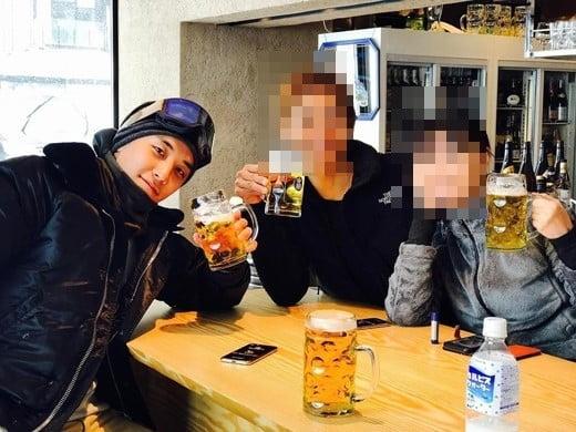 승리와 일본인 사업가 부부/사진=승리 인스타그램