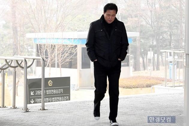[포토] 김창환, '법원 향하는 무거운 발걸음'
