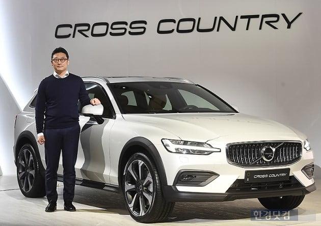 [포토] 볼보, 세단과 SUV의 장점 결합한 '신형 크로스컨트리(V60)' 출시