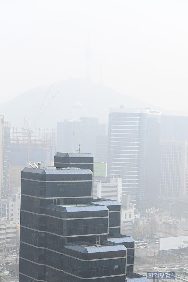 [포토] 서울타워를 삼킨 지독한 미세먼지